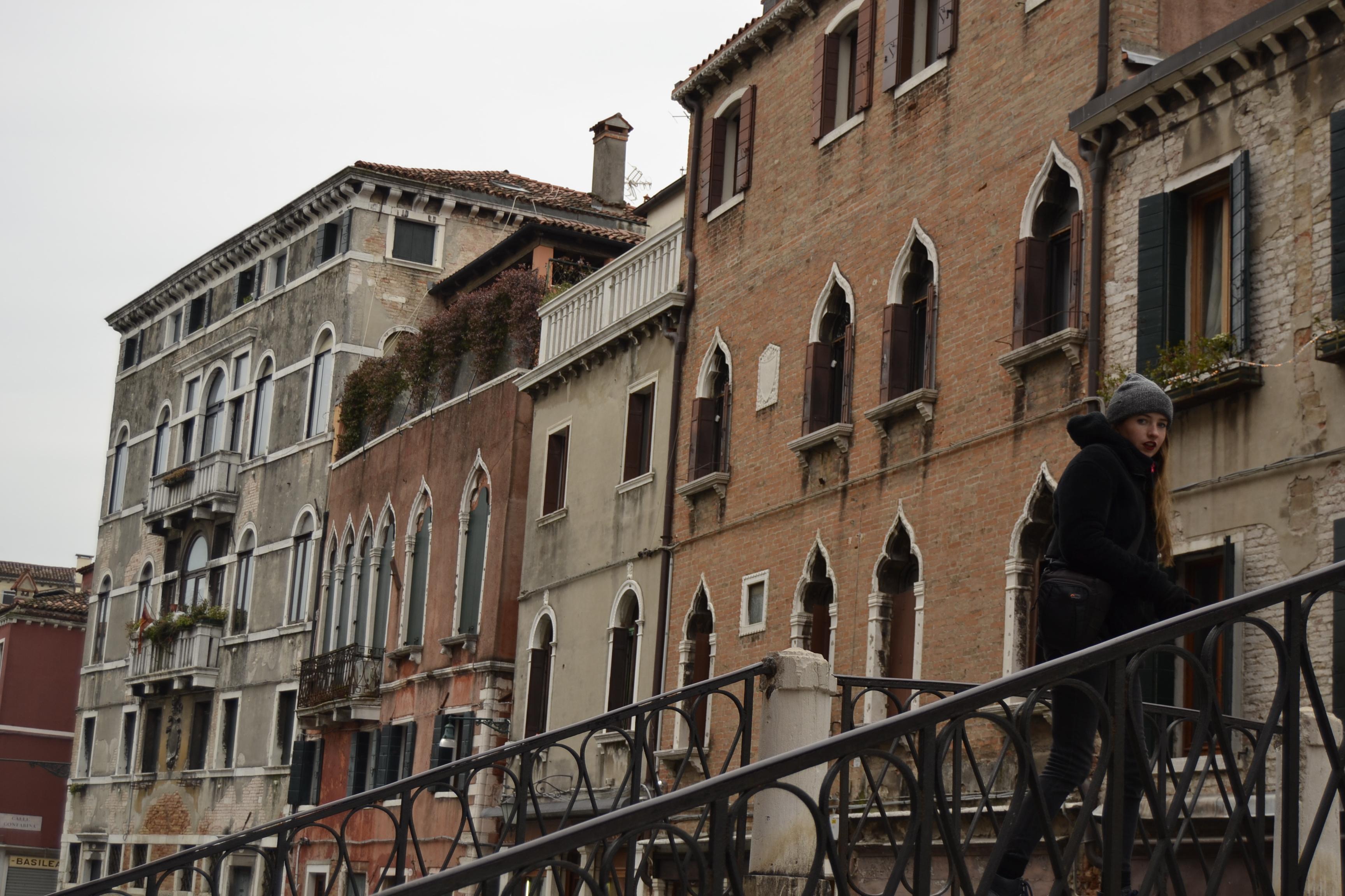 Casas y puentes en Venecia