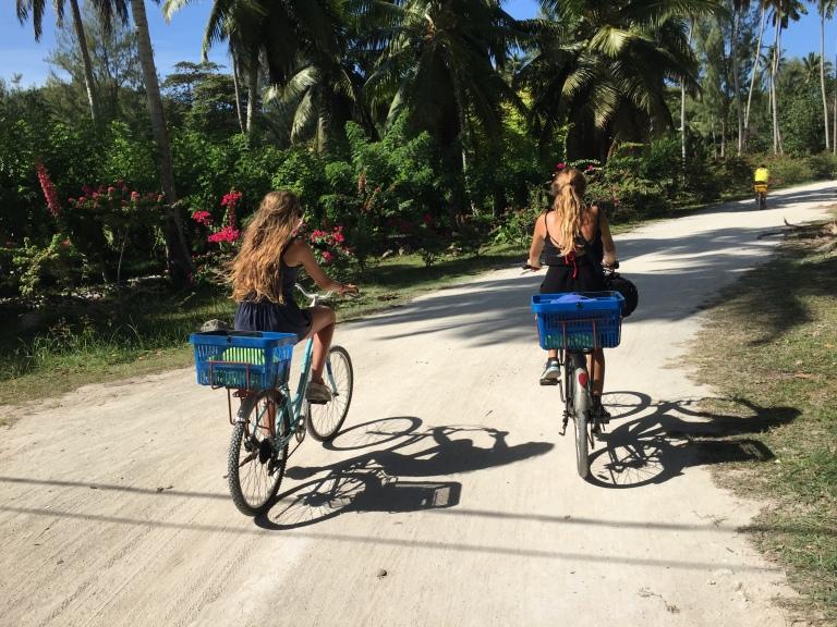 Vuelta en bicicleta por la Digue