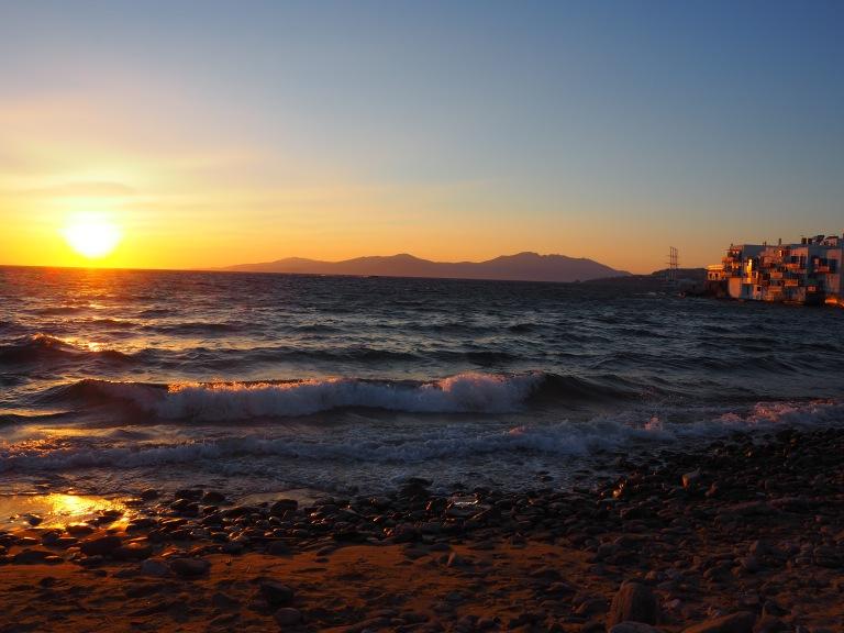 Puesta de sol des de la playa de Mykonos