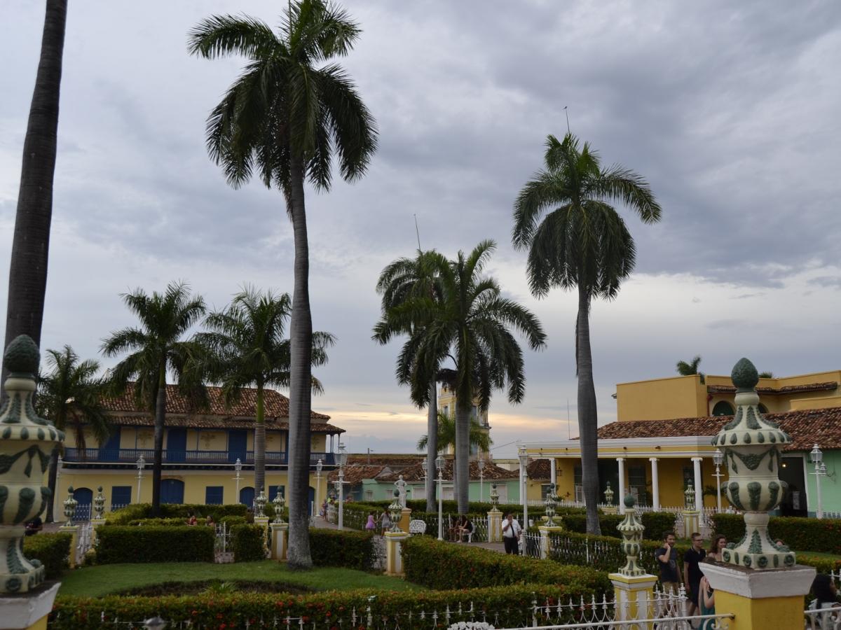 El atardecer en la Plaza Mayor de Trinidad