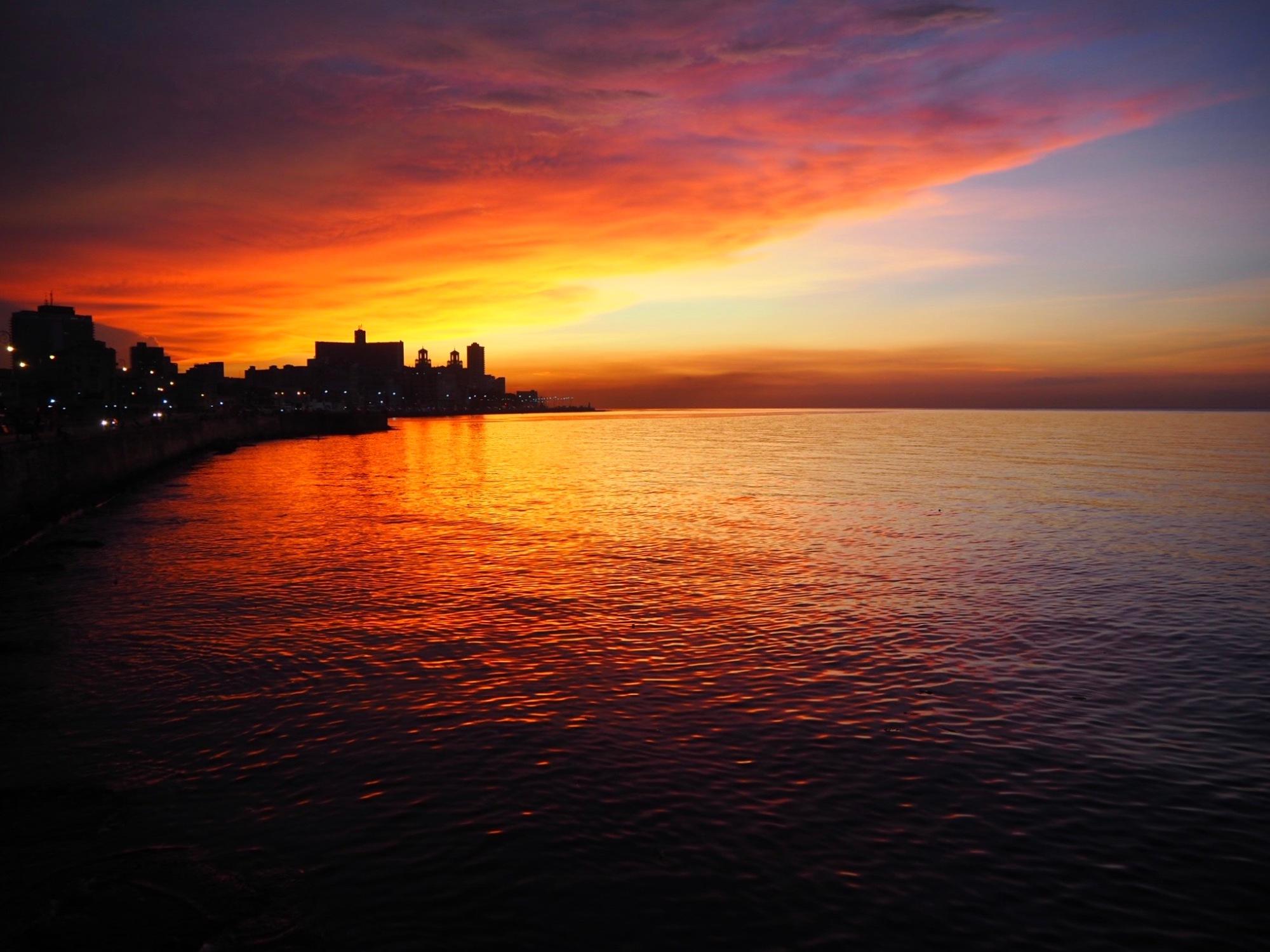 Puesta de sol en el Malecón